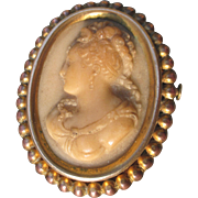 Exquisitely carved cameo brooch, 1900s - 1920s in brass and copper
