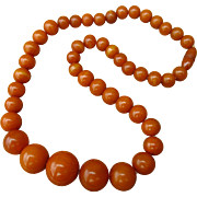 Authentic 1930s bakelite necklace, graduated round butterscotch / egg yolk beads