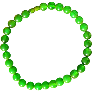 Rare apple / emerald green bakelite necklace, semi-translucent swirled beads, 1940s, France