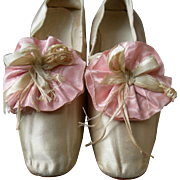 Pair antique silk 1830s straight sole shoes with beautiful silk rosettes