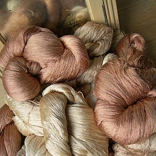 Huge lot: 8 large skeins vintage French pure silk very fine thread - Manufacture des Soies, Lyon