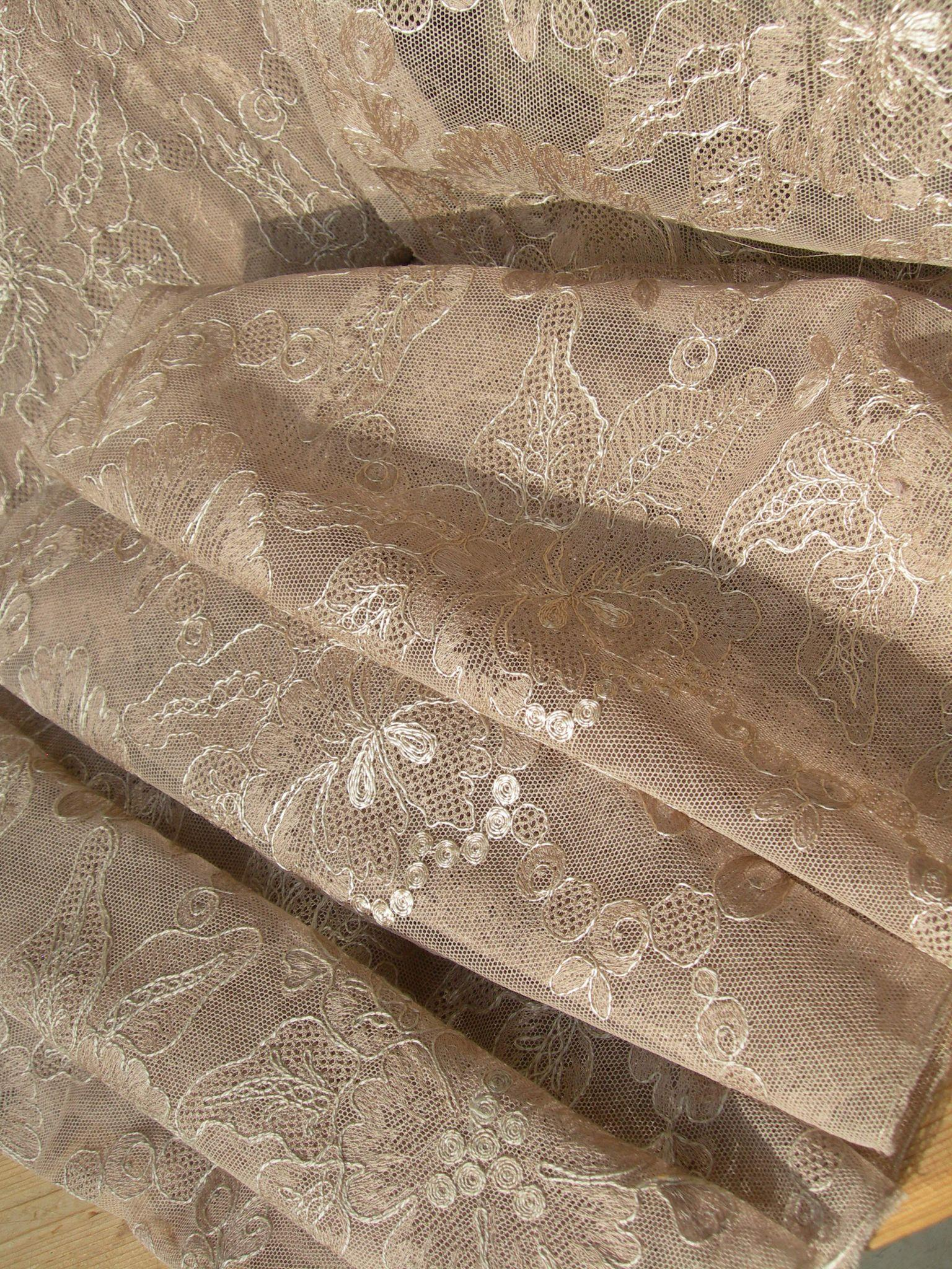 Long, wide length vintage 1920s French embroidered tulle lingerie lace 7 metres (275 inches)