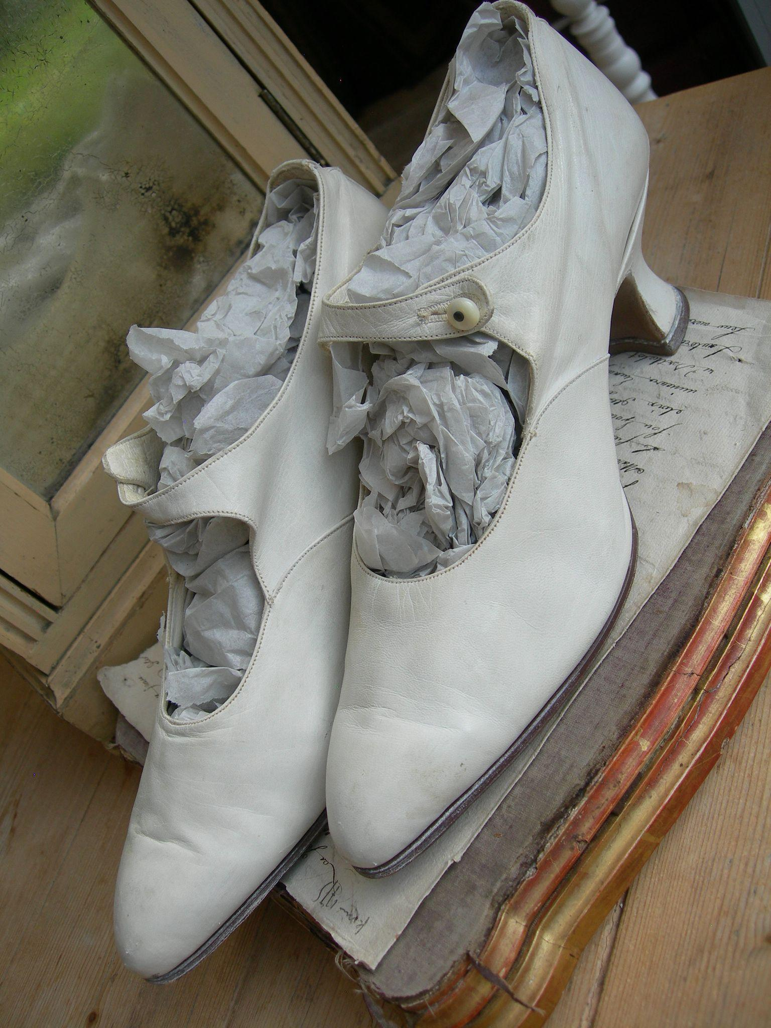 Divine pair authentic vintage 1920s white kid leather wedding shoes with Louis heels