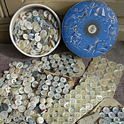 Large collection 19th century French mother of pearl buttons - cards & in vintage powder box