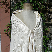 Beautiful vintage Chinese 1920s Canton hand embroidered silk piano shawl