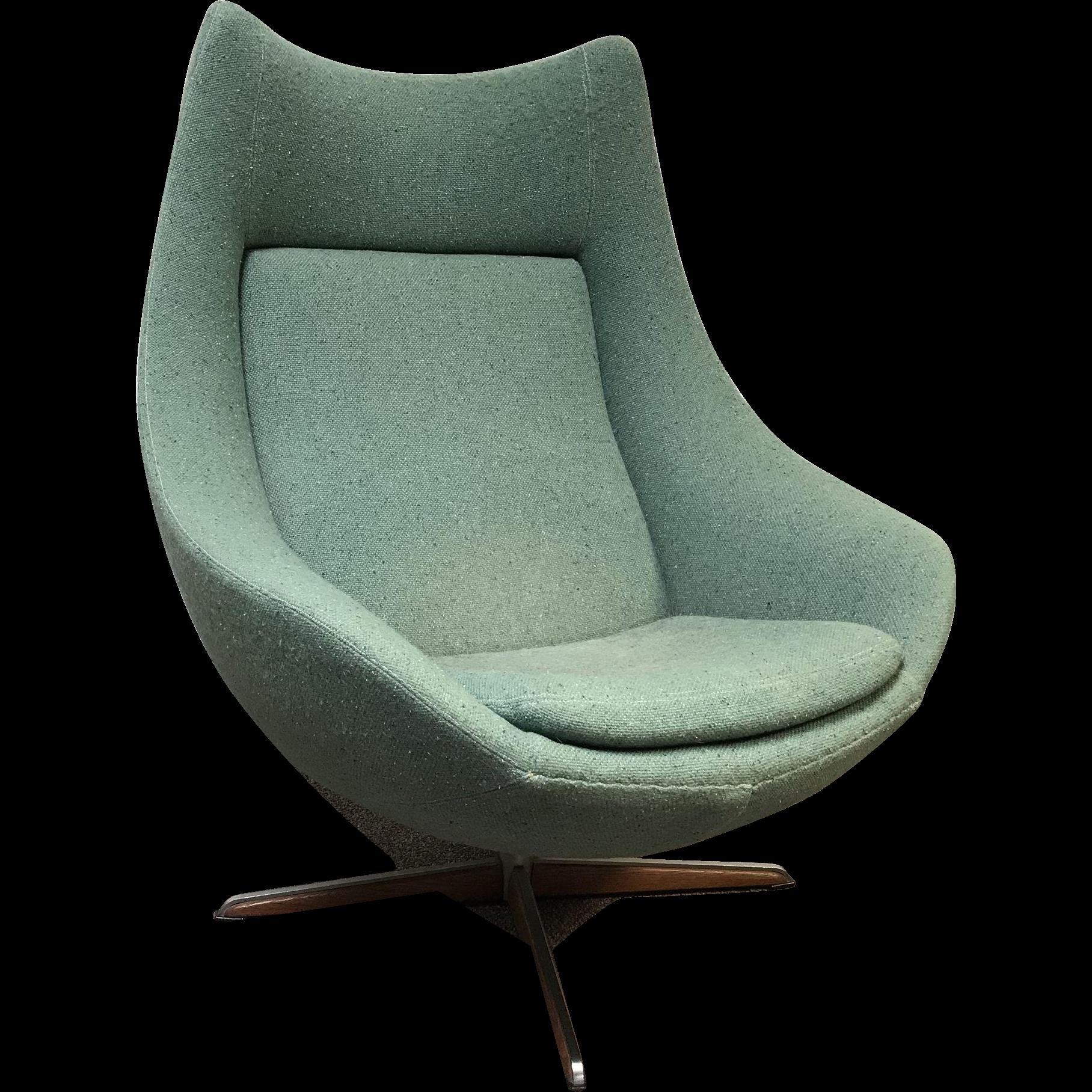 Mid Century Danish H.W. Klein Danish Egg Swivel Lounge Chair for Bramin