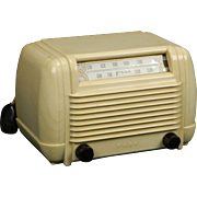 1947 FADA AM Radio Model 1001