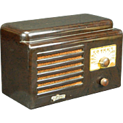 1947 Trav-Ler AM Radio Model 5000