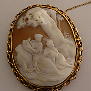 """Large """"romantic"""" gold Shell Cameo Brooch"""