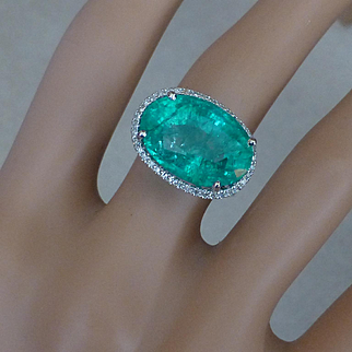 Very LARGE  Oval Real / Natural EMERALD  & Diamond Ring