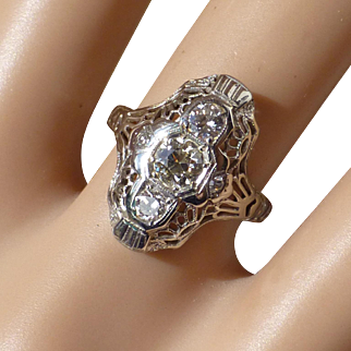 Beautiful vintage 18k Diamond Ring