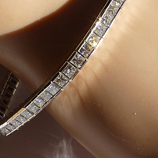 "11 Carat of Diamonds in a ""Tennis"" Bracelet…... at this price !"