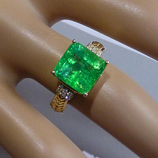 Very Large Emerald / Diamond Ring…... at a small price