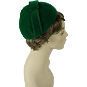 Vintage 1950s Hattie Carnegie Hat Kelly Green Felt Cloche Sz 21 1/2