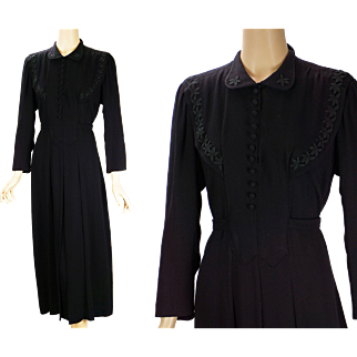 Vintage 1940s - 1950s Dress Black Rayon with Appliques B40 W32