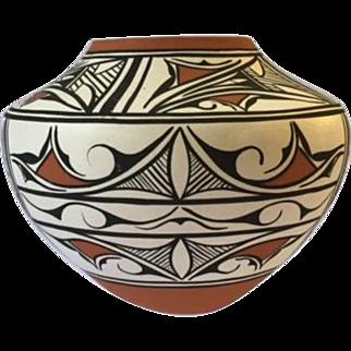Late 20th century Zuni polychrome pot, signed PP, possibly Priscilla Peynetsa