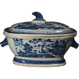Chinese Export Blue and White Circa 1820 Tureen.