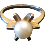 14KT Yellow Gold Ring w/Cultured Pearl - Size 5.5