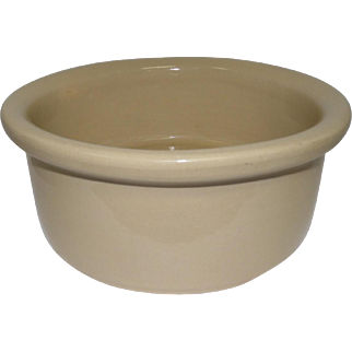 RRP Co - Robinson Ransbottom 9 1/2 Feeder Stoneware Bowl/Dish