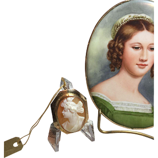 10kt Gold Cameo of Psyche Pin/Pendant