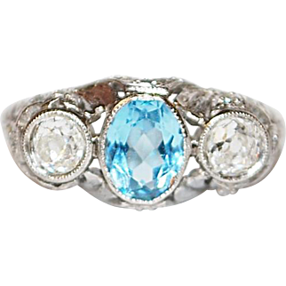 18K white Gold Oval Aquamarine and Round Diamonds Ring