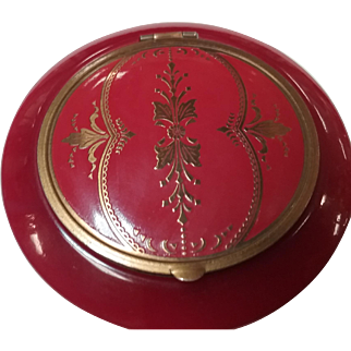 Vintage Red Bakelite Compact Beautiful golden tone motif design inlay