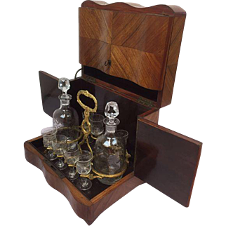 Liqueur basement with complete interior of 2 carafe and 8 beverage glasses - inlaid with mother of pearl - France - Approx. 1880