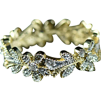 Vintage 14K 0.12 Cttw Diamond Floral Motif Flower Eternity Stackable Ring Size 6 Yellow Gold
