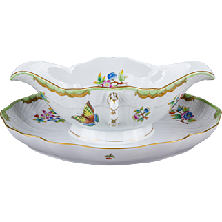 Herend Queen Victoria Rocaille Gravy Boat with Attached Underplate