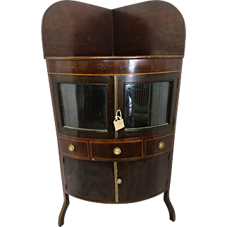 Stunning George III mahogany washstand, gilt inlay, glass doors, lockable with key, early 19th century antique furniture