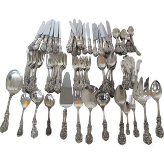 Stunning Reed and Barton Francis 1st Sterling Silver Flatware set with 111 pieces