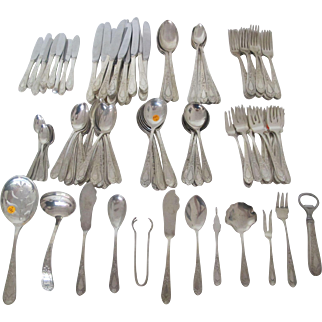 Wonderful Stieff Betsy Pattern Sterling Silver Flatware set with 121 pieces