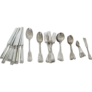 Wonderful Tiffany Shell Thread Sterling Silver Flatware set with 29 pieces