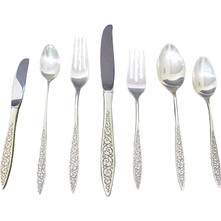 """Magnificent Sterling Silver Wallace """"Spanish Lace"""" Flatware set with 148 pieces"""