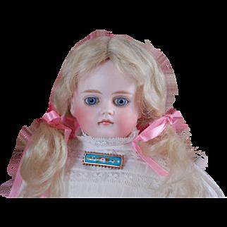Early Alt,Beck & Gottschalk bisque turned head German doll.