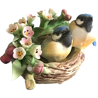Vintage Italian Capodimonte hand Painted Figurine of Small Bird Couple in Bath Surrounded by Flowers