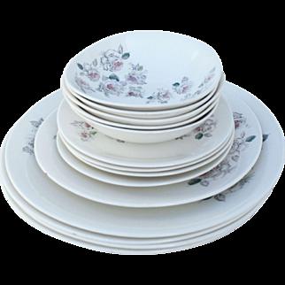 Johnson Brothers Vintage Shower Roses Porcelain 14 Piece Dinner Set