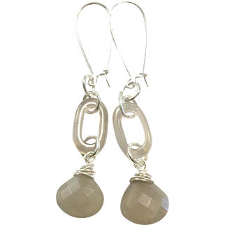 Long Dangling Natural Color Lavender Grey Chalcedony Agate Earring