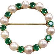 Classic 14 Karat Yellow Gold Pin With  White Cultured Pearls And Emerald
