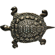 Big 1940s vintage Sterling Turtle Brooch pin Detailed design