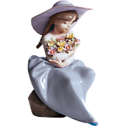 Lladro Girl With Flowers Fragrant Bouquet Figurine 5862  Mint Condition  Free Shipping