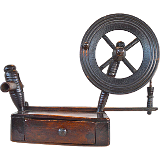 Small English antique spinning wheel or spinning Jenny Elm and Ash circa. 1780