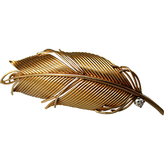18K gold feather brooch with diamond.