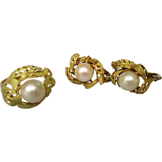 Vintage demi parure in 18K gold and cultured pearl.