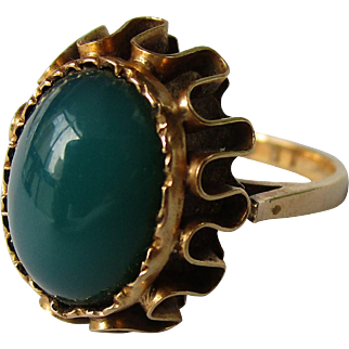 18K gold vintage ring with green agate.