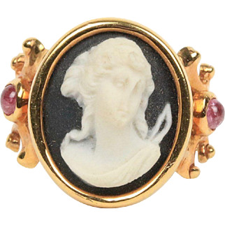 Vintage Ladies 14K Gold Cameo and Pink Sapphire Ring