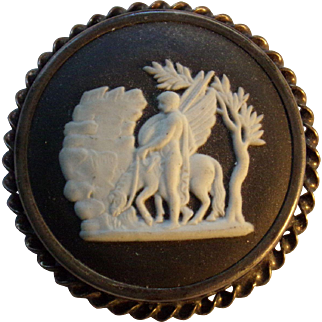 1963 Vintage Wedgwood Jasperware, with Pegasus sterling silver cameo brooch