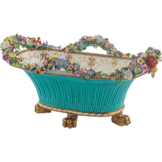 English Coalbrookdale Porcelain Basket on Four Feet