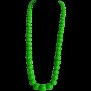 Vintage 50's green lucite plastic graduated Necklace