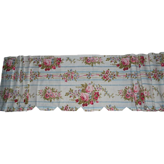 French vintage floral cotton valance with rose bouquets c. 1950